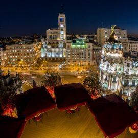 Η συγκλονιστική θέα από το τελευταίο όροφο στη νυχτερινή Μαδρίτη