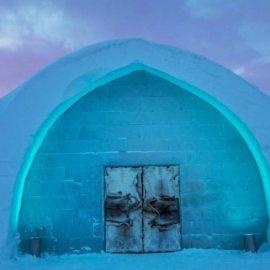 Η παγωμένη είσοδος του φετινού 25ου Icehotel