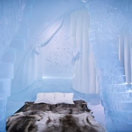 Οι εμπνευστές της σουίτας «Spring» δημιούργησαν στους τοίχους και τις κολώνες το σχήμα δέντρων και φύλλων που αποκαλύπτονται όλο και περισσότερο καθώς λιώνει ο πάγος