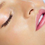 Τι είναι η τάση «υγρό» μακιγιάζ;