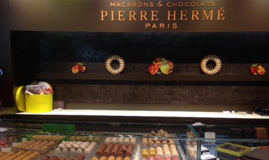 Ένα από τα πιο διάσημα ζαχαροπλαστεία στο Παρίσι από έναν κορυφαίο ζαχαροπλάστη, τον Pierre Hermé που θεωρείται ο «Πικάσο της ζαχαροπλαστικής»
