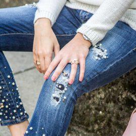 Από τους διάσημους οίκους μέχρι τις πιο οικονομικές μάρκες, τα τζιν με πέρλες γίνονται πολύ δημοφιλή. Βρείτε το δικό σας!