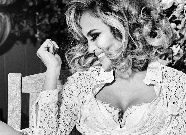 Η Jennifer Lopez για τη διαφημιστική καμπάνια άνοιξη 2020 της Guess