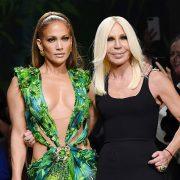 Τζένιφερ Λόπεζ και το φόρεμα Versace που έγραψε (και ξαναγράφει) ιστορία!