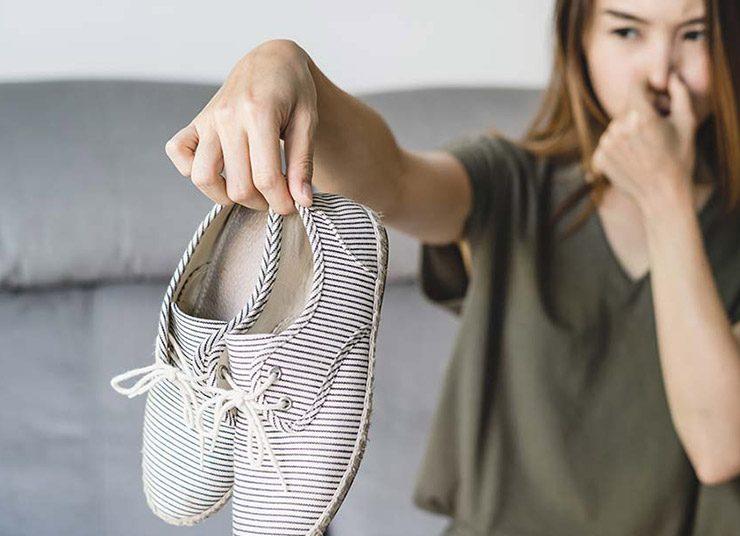Εξαφανίστε τη δυσοσμία από τα παπούτσια με εύκολες λύσεις
