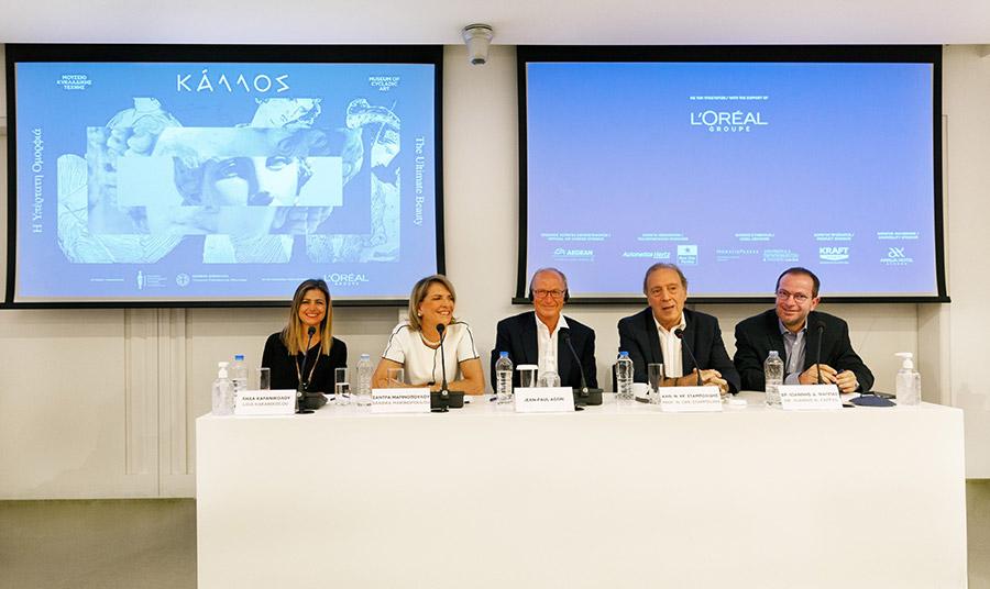 Aπό αριστερά: Λήδα Καρανικολού,  Υπεύθυνη Επικοινωνίας και Προβολής Μουσείου Κυκλαδικής Τέχνης, Σάντρα Μαρινοπούλου, Πρόεδρος & Διευθύνουσα Σύμβουλος Μουσείου Κυκλαδικής Τέχνης, Jean-Paul Agon,  Πρόεδρος του Ομίλου L'Oréal, Καθ. Νικόλαος Χρ. Σταμπολίδης, π. Διευθυντής Moυσείου Κυκλαδικής Τέχνης, Γενικός Διευθυντής του Μουσείου  Ακρόπολης, Επιμελητής έκθεσης και Δρ. Ιωάννης Δ. Φάππας, Επιμελητής Αρχαιοτήτων Μουσείου Κυκλαδικής Τέχνης, Επιμελητής έκθεσης
