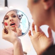 Ποια προϊόντα ομορφιάς είναι καλύτερο να αποφοεύγουμε; Υπάρχουν έξι… ένοχοι!