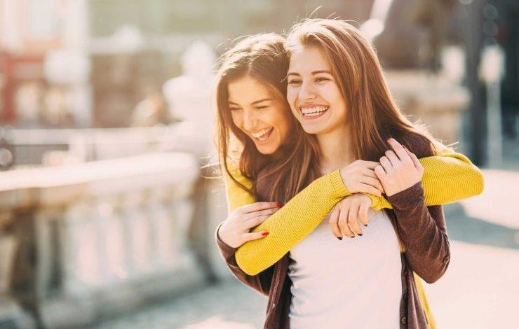 Πόσες ώρες χρειάζονται για να γίνετε οι καλύτερες φίλες;