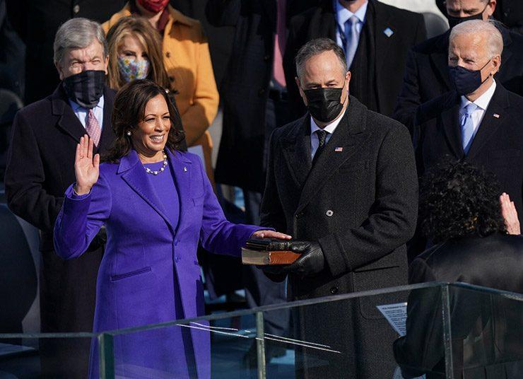 Καμάλα Χάρις: Η αντιπρόεδρος και η εντυπωσιακή εμφάνισή της στην ορκωμοσία