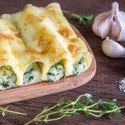 Κανελόνια με σπανάκι, τυριά και μπεσαμέλ με φρέσκο τυρί κρέμα