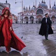 Νέα τάση: Οι κάπες είναι οι «υπερ-ηρωίδες» της μόδας!