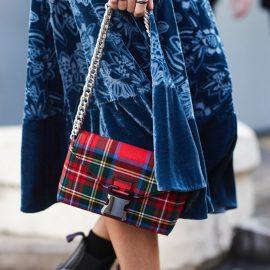 Κρατήστε μία καρό τσάντα και αναβαθμίστε το λουκ σας!