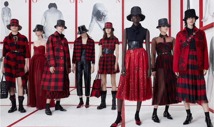 Το κλασικό σκωτσέζικο καρό κόκκινο-μαύρο «υμνήθηκε» στη φετινή συλλογή για το φθινόπωρο 2019-χειμώνας 2010 του Dior