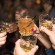 Κατανάλωση αλκοόλ και ευφυΐα: Τι σχέση έχουν;