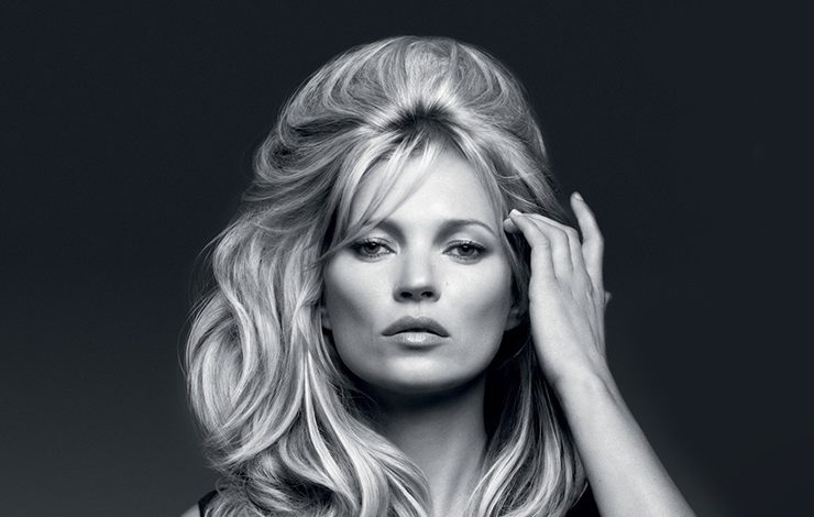 Χάρη στο χάρισμά της, η Kate Moss έχει καταφέρει να την εμπιστεύονται μεγάλοι σχεδιαστές και οίκοι ακόμη και σήμερα, στα 44 της, για