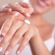 Ξηροδερμία: Τι κάνουμε με τη χρήση κρέμας χεριών στη φάση του κορωνοϊού;