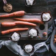 Κεκάκια καρότου με κρεμώδη επικάλυψη