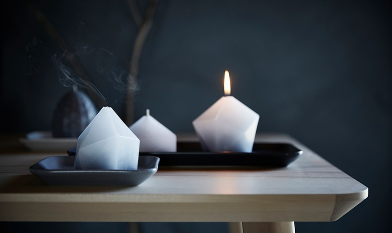Τα λευκά κεριά της ΙΚΕΑ με τα πρωτότυπα σχήματα, είναι διακοσμητικά στοιχεία από μόνα τους!
