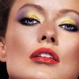 Συνδυάζοντας τα δύο πιο μοντέρνα χρώματα της εποχής, κίτρινο και μοβ