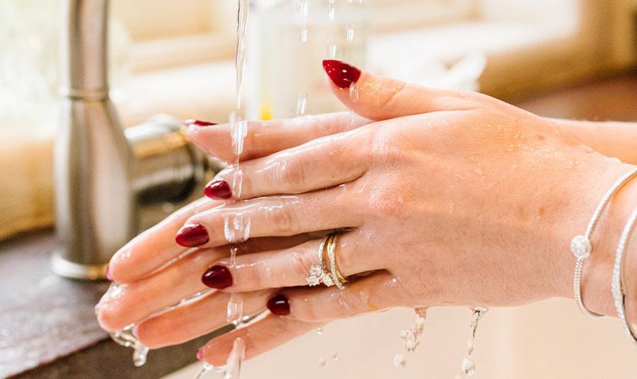 Κοσμήματα και κορωναϊός: Τι να ξέρετε για το καθάρισμα και την ασφάλειά σας