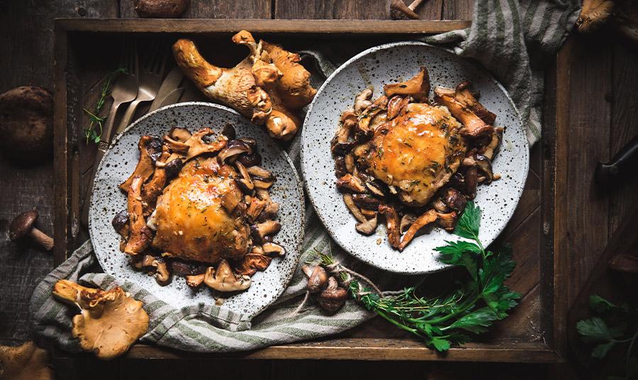 Λαχταριστό κοτόπουλο με μανιτάρια και ζουμερή λευκή σάλτσα