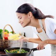 Για τέλειο μαγείρεμα και λαχταριστό φαγητό χρειάζονται καλά υλικά, μεράκι και αγάπη, αλλά και τα τέλεια μαγειρικά σκεύη Tefal της νέας σειράς Ingenio που μας λύνουν τα χέρια! Η νέα σειρά Ingenio διαθέτει ένα 100% ασφαλές αποσπώμενο χερούλι που μας επιτρέπει να αγοράζουμε ένα χερούλι για όσα σκεύη χρειαζόμαστε!