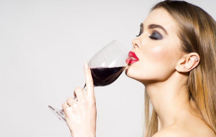 Τι συμβαίνει στο σώμα μας, αν πίνουμε κρασί κάθε βράδυ