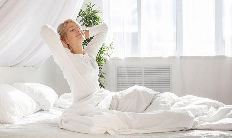 Για να απολαμβάνετε ένα καθαρό και υγιεινό περιβάλλον στο υπνοδωμάτιό σας, φροντίστε την ποιότητα του αέρα, την επιμελή καθαριότητα αλλά και την επιλογή του στρώματος και των μαξιλαριών