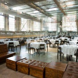 Η αίθουσα του μοντέρνου εστιατορίου La Salle