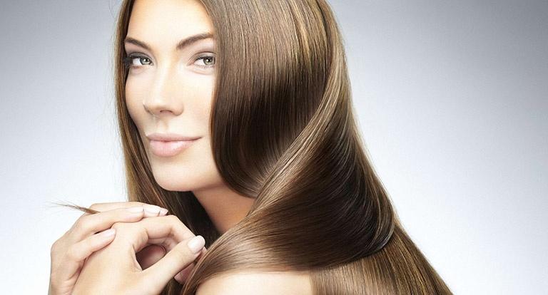 Το κρύο νερό κάνει τα μαλλιά πιο λαμπερά; Μύθος ή αλήθεια;