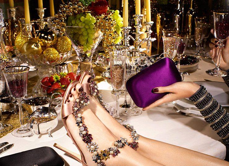 Η θεά του πάρτι! Φορέστε λαμπερά παπούτσια!