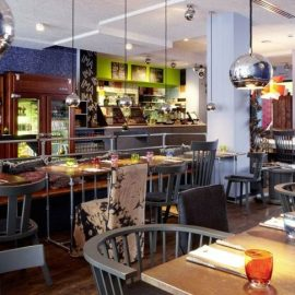 Το εστιατόριο Chez IMA κάνει τους επισκέπτες να νιώθουν απόλυτη άνεση, σαν να φόρεσαν το τελειότερο τζιν παντελόνι!