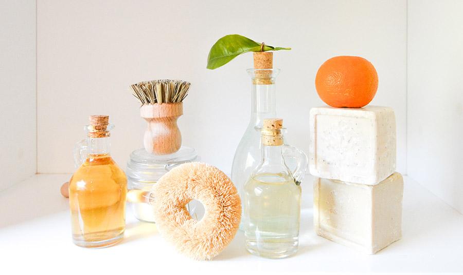 Πολλές δημοφιλείς εταιρείες ελαττώνουν τις περιττές συσκευασίες με μπάρες, σαπούνια και άλλα προϊόντα εντελώς χωρίς πλαστικό
