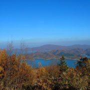 Πανοραμική άποψη της μαγευτικής Λίμνης Πλαστήρα