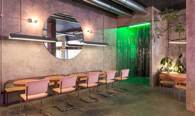 Casaplata, εστιατόριο- cocktail bar με industrial χαρακτήρα, συνδυάζει τη λιτή διακόσμηση με την απλή αλλά εξαιρετικά νόστιμη μαγειρική και τη φάνκι ατμόσφαιρα
