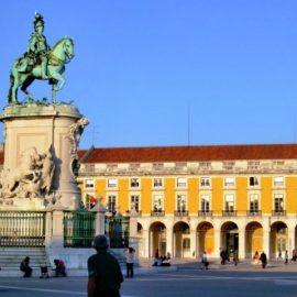 Κάτω Πόλη, η Μπάιξα, το παλιό κέντρο της πόλης με τα εμπορικά καταστήματα, ισοπεδώθηκε με τον σεισμό του 1755 και ξαναχτίσθηκε σύμφωνα με το Ευκλείδιο σύστημα