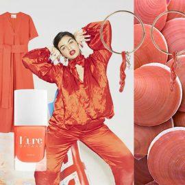 Στο κοραλλένιο χρώμα τα παπούτσια, Valentino // Φόρεμα, Liz Marie Fernandez // Βερνίκι νυχιών με έμπνευση από το κοραλλί της χρονιάς, Kure Bazaar // Από την ανοιξιάτικη συλλογή, Vivienne Westwood // Σκουλαρίκια με κοράλλια, Saint Laurent