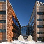 Σύγχρονο ντιζάιν και ζεστή ατμόσφαιρα με τη σφραγίδα του διάσημου Aμερικανού θρύλου της αρχιτεκτονικής Πίτερ Μπρόλιν