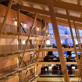 Ο αρχιτέκτονας κατάφερε να σχεδιάσει χώρους που συνδυάζουν την πολυτέλεια με την άνεση, μία ωδή στο σκανδιναβικό ντιζάιν!