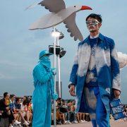 Louis Vuitton: Η επιστροφή της φυσικής επίδειξης μόδας και μάλιστα στην Κίνα