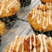 Muffins Melba με φρέσκα ροδάκινα και σμέουρα: Μια μοναδική απόλαυση!