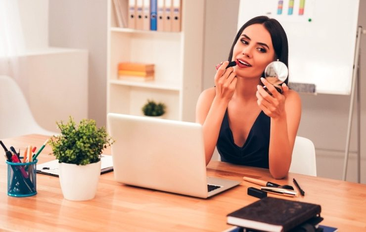 Μακιγιάζ στο γραφείο: Τι να αποφεύγουμε