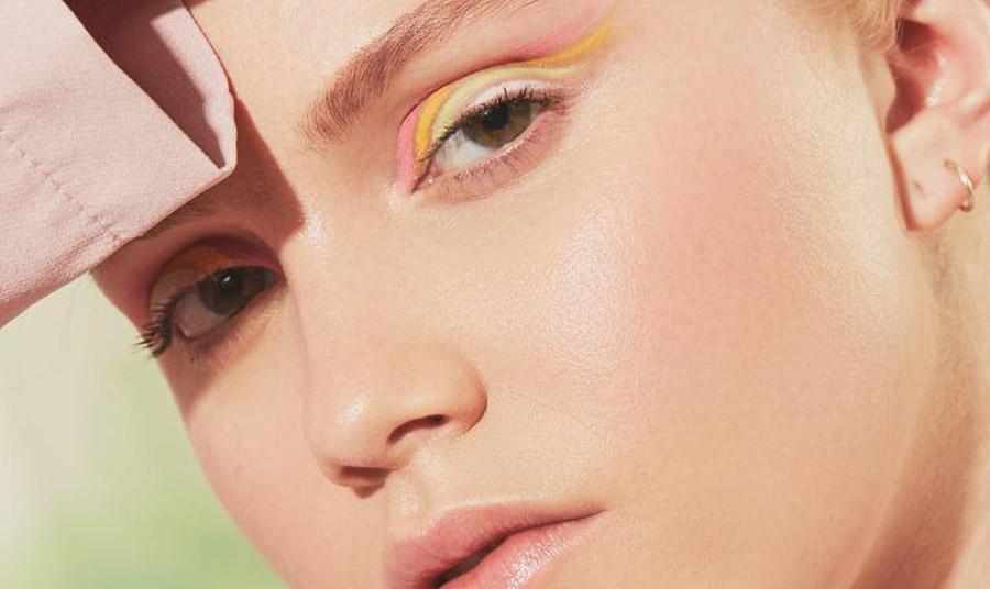Ένα μακιγιάζ για τα μάτια που συνδυάζει όλα τα χρώματα του ουράνιου τόξου που σίγουρα δεν είναι εύκολη! Πώς θα την υιοθετήσετε!