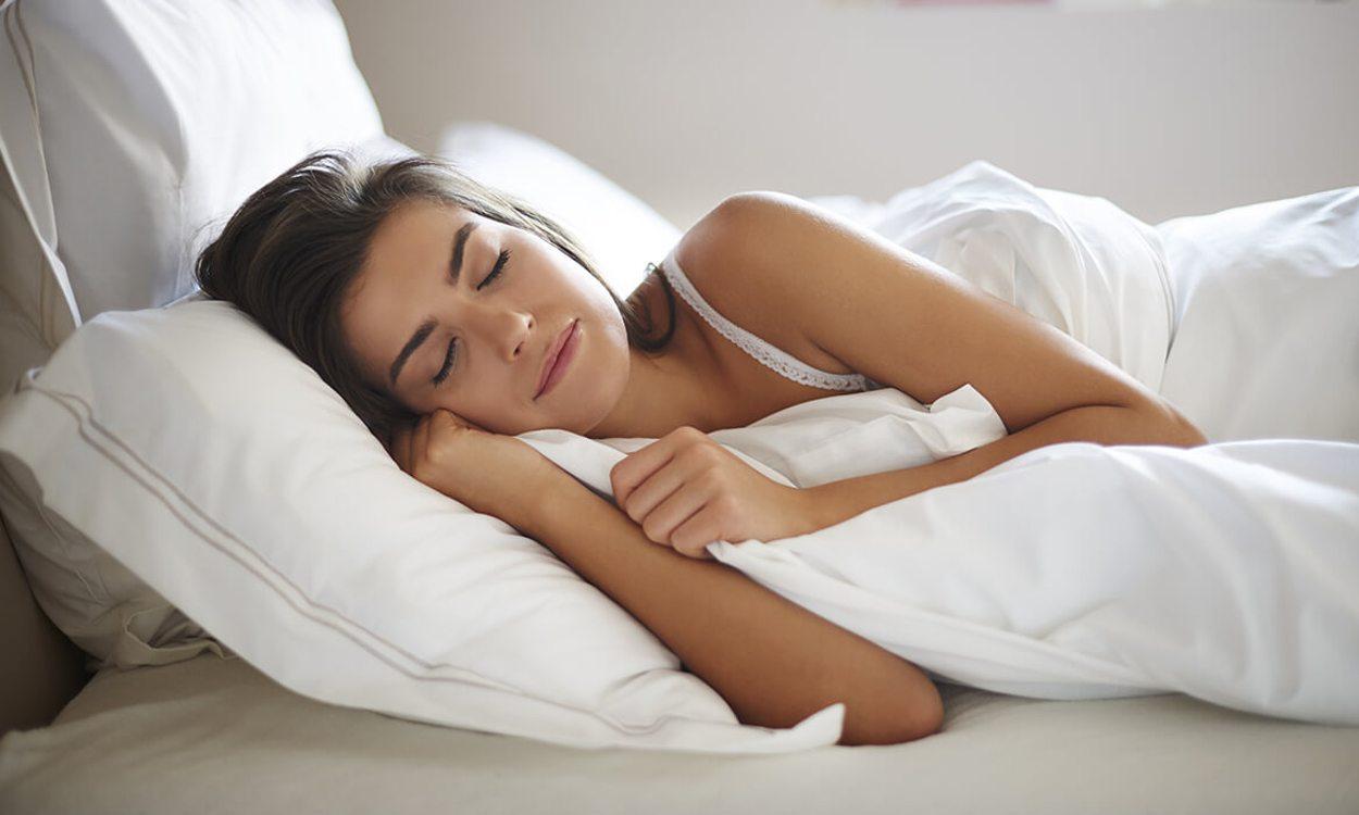 Οι περισσότεροι άνθρωποι κοιμούνται στο πλάι. Αν ανήκετε σε αυτή την κατηγορία, προτιμήστε ένα μαξιλάρι σκληρό και χοντρό