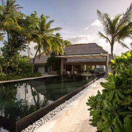 Βίλα μέσα στους τροπικούς κήπους με την ιδιωτική της πισίνα.