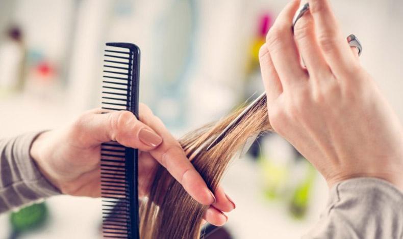 Όλοι οι κομμωτές συμφωνούν πως για να δείχνουν τα μαλλιά μας πιο γεμάτα, το συχνό κόψιμο είναι η βασική αρχή