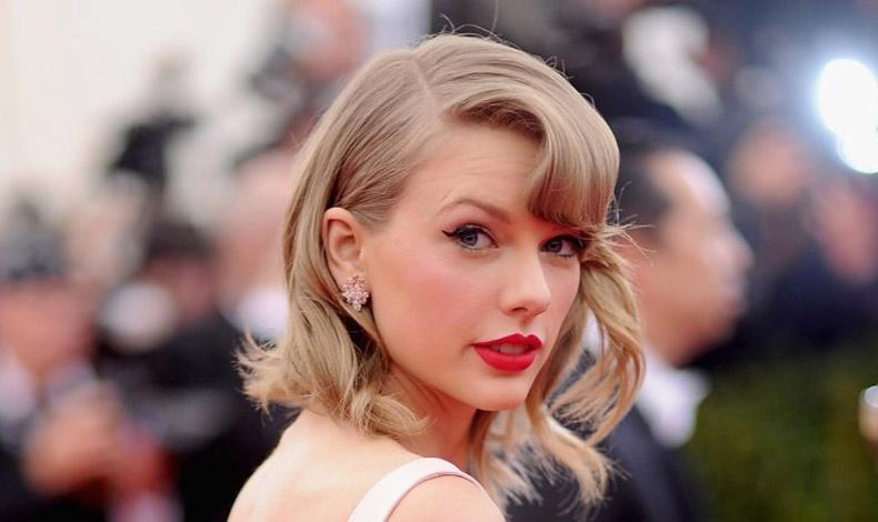 Ακολουθώντας το παράδειγμα πολλών διάσημων σταρ χτενίζουμε τα μαλλιά μας στο πλάι, δίνοντας περισσότερο όγκο στη μία πλευρά