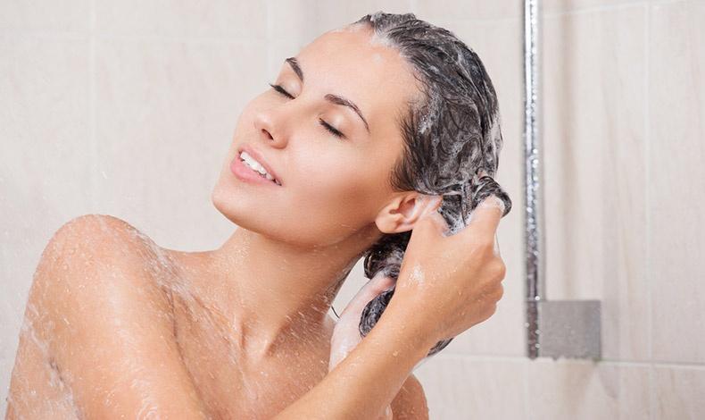 Ένα καλό λούσιμο κάθε 2 ημέρες θα κάνει τα μαλλιά μας να δείχνουν πιο πλούσια, αέρινα και λαμπερά!