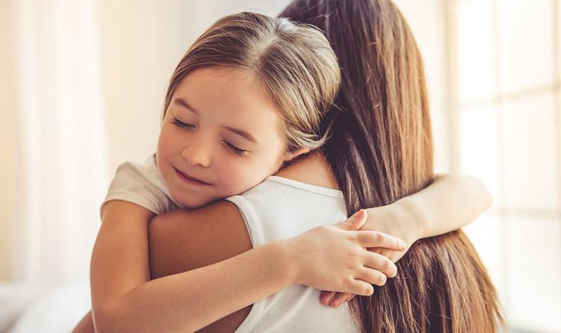 Τι πρέπει να κάνετε όταν το παιδί σας ζητάει συνέχεια αγκαλιά