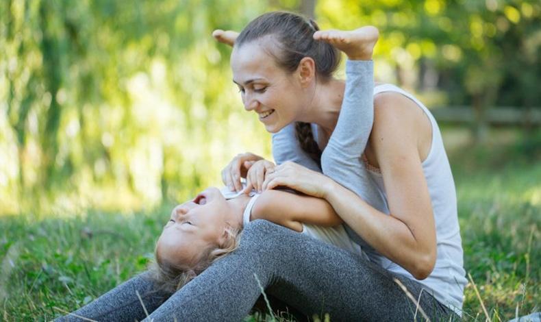 Γαργαλώντας το μωρό μας, που σκάει στα γέλια μέσα στα χέρια μας, δεν σημαίνει ότι το κακοποιούμε. Έχουμε, όμως, ξεκινήσει να ασκούμε ένα είδος εξουσίας πάνω του